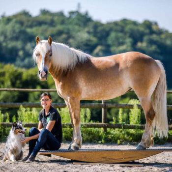 Pferdetrainerin Bettina Brückler